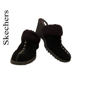 🌸HP🌸Skechers Black Suede Clogs  with Sherpa trim